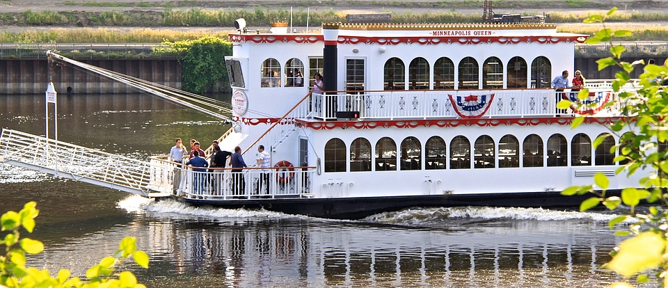 Steam boat along the Mississippi River in Minneapolis